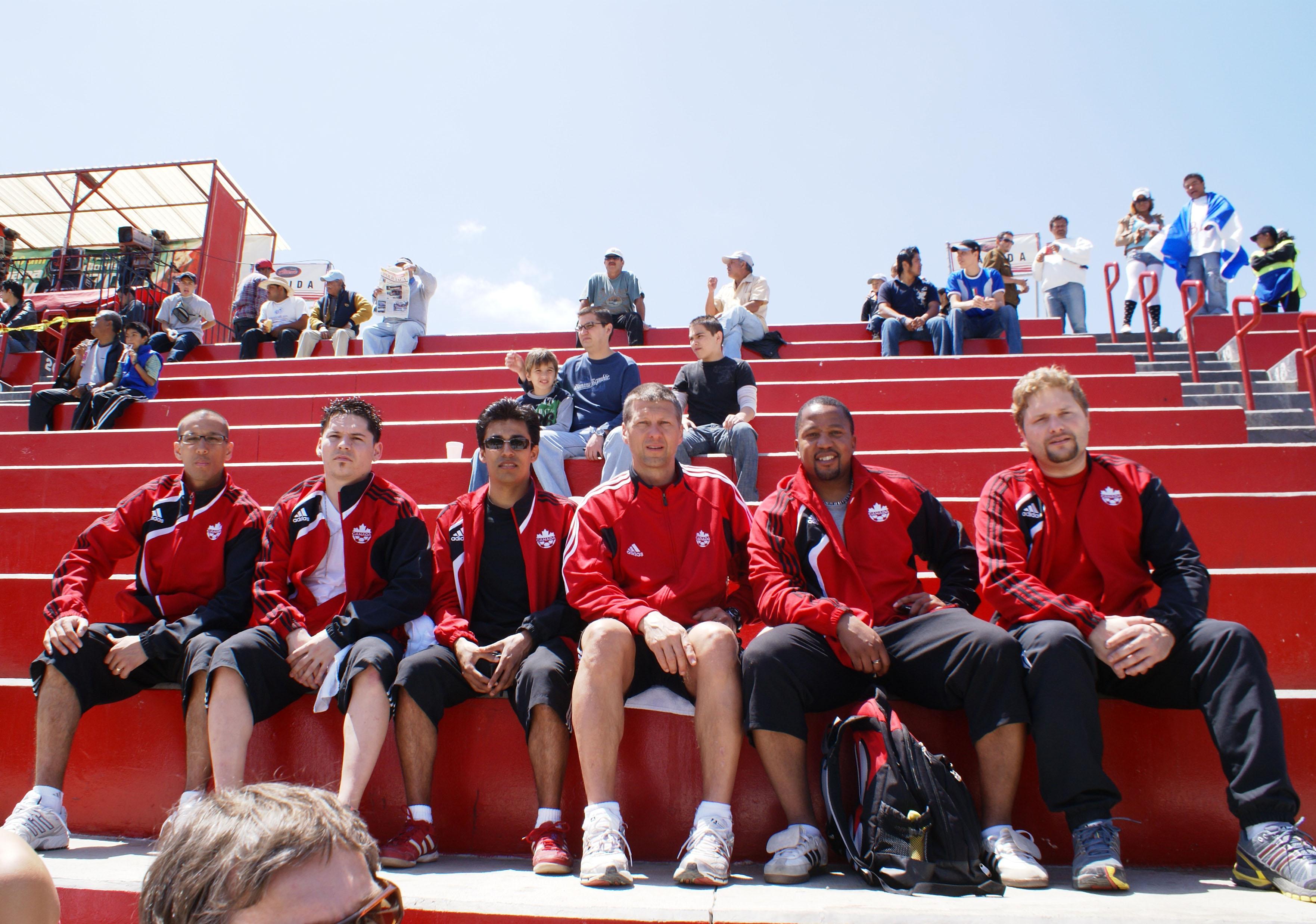20090425_CanadaBeach_team